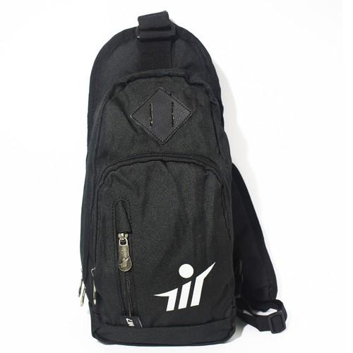 Túi gym đeo chéo đen-MI7