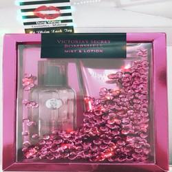 Bộ Sản Phẩm Victorias Secret Bombshell Mist  Lotion Gift Set