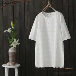 Đầm suông đơn giản.
