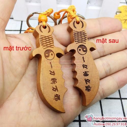 Móc chìa khóa hình cây đaogỗ
