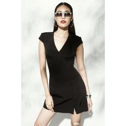 Đầm đen thiết kế tay con cổ chữ V
