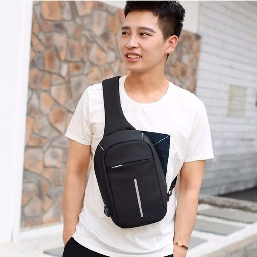 Túi đeo chéo chống trộm kèm dây sạc