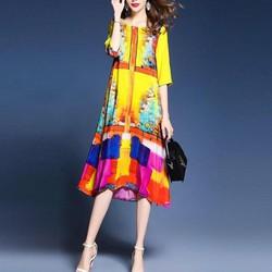 Đầm suông họa tiết rực rỡ