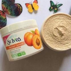 Kem Tẩy Da Chết St. Ives Fresh Skin Apricot Scrub - Mỹ