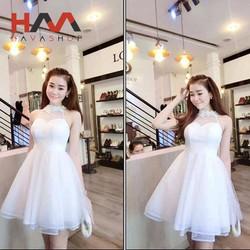 Đầm công chúa trắng cổ yếm