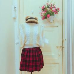 Thanh lí set áo len sọc xuôi và quần váy caro đỏ