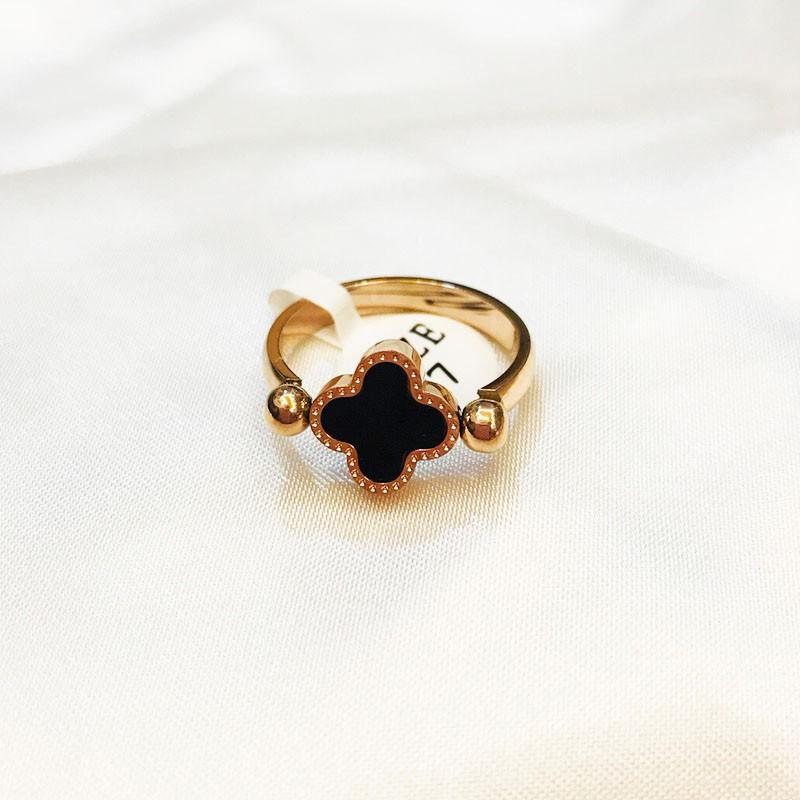 Nhẫn Cỏ 4 Lá Đeo 2 Mặt Trắng Đen Titan Cao Cấp TT 1055 3