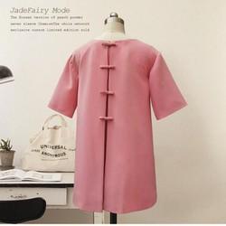 đầm suông màu hồng nơ sau lưng