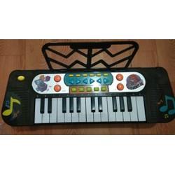 Đàn Piano cho bé phát triển khả năng cảm thụ âm nhạc của trẻ