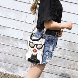 Túi xách cô gái sành điệu