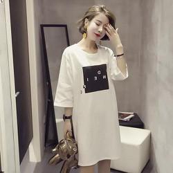 Đầm thun from suông dài tay lỡ có hình màu trắng