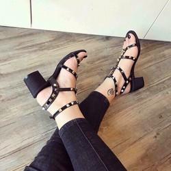 sandal chiến binh nạn đinh