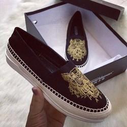 Giày slip on thêu hình