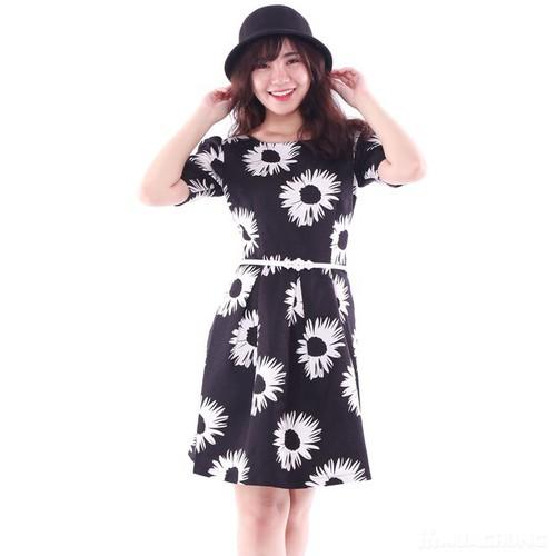 Đầm xòe hoa trắng đen xinh xắn