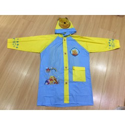 Áo mưa có thiết kế miếng nắp sau lưng cho bé mang cặp hình pooh