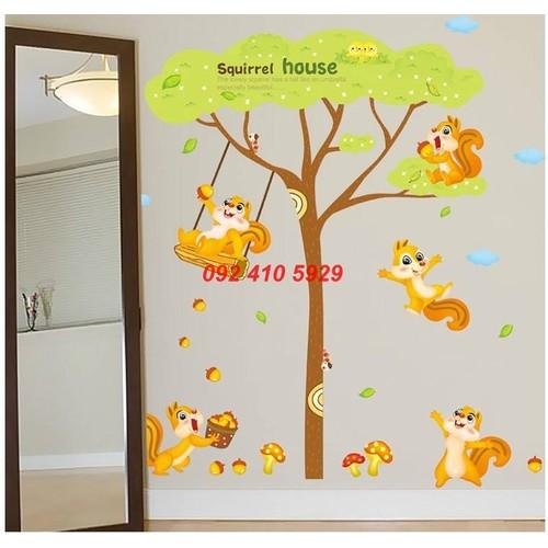 Decal trang trí dán tường cho bé vườn sóc
