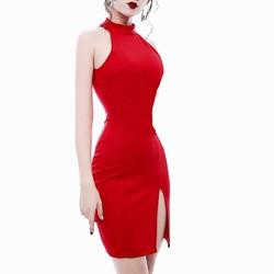 Đầm ôm body thiết kế cổ yếm xẻ đùi