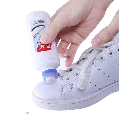 Chai xịt trắng giày Plac kèm đầu chải