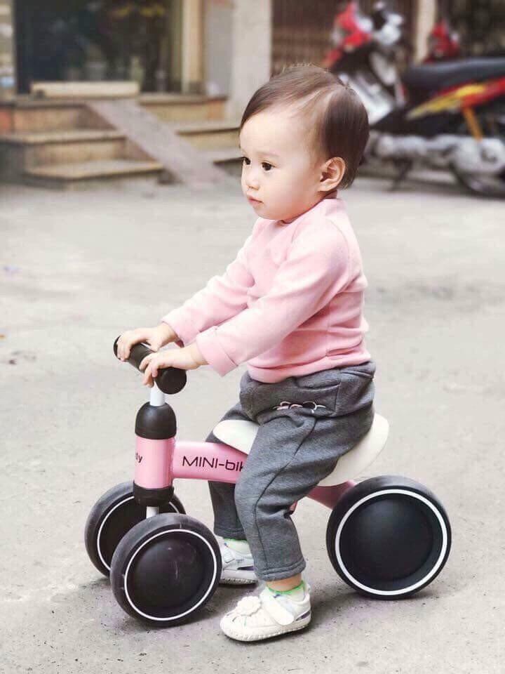 Xe thăng bằng cho bé
