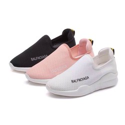Giày chất mềm êm chân