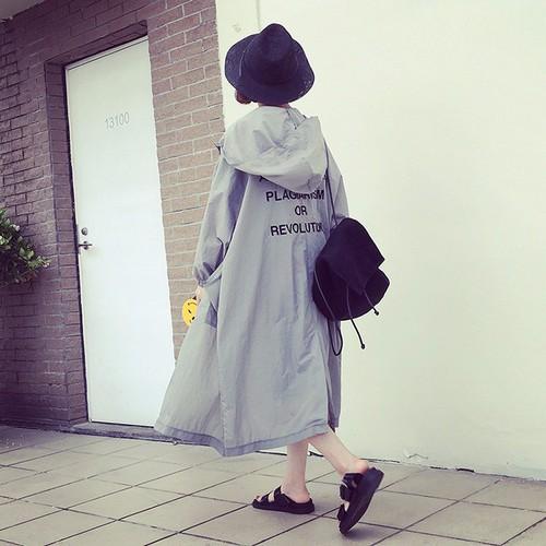 Áo khoác nữ form rộng dài vải dù in chữ sau lưng phong cách Hàn Quốc - 5583772 , 9415435 , 15_9415435 , 240000 , Ao-khoac-nu-form-rong-dai-vai-du-in-chu-sau-lung-phong-cach-Han-Quoc-15_9415435 , sendo.vn , Áo khoác nữ form rộng dài vải dù in chữ sau lưng phong cách Hàn Quốc