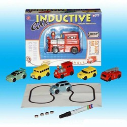 đồ chơi xe chạy trên đường kẻ