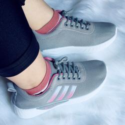 Giày thể thao nữ ôm chân kiểu dáng đẹp