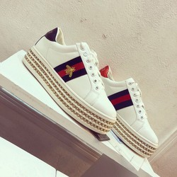 Giày sneaker nữ phong cách sành điệu