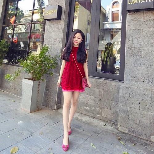 Đầm ren xinh xắn