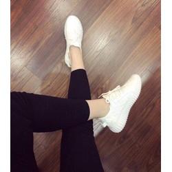 Giày sneaker siêu cá tính