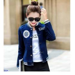 Áo Khoác Jeans Nữ Tay Bo Thun Phối Logo Sành Điệu