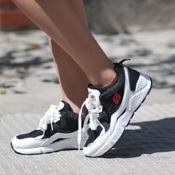 Giày sneaker nữ cá tính chữ s