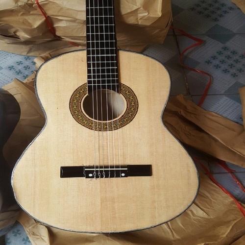 [Kèm quyển hd tập] đàn guitar classic mặt thông dây nilon âm thanh tốt