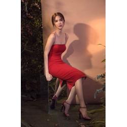 Đầm đen ôm body Ngọc Trinh thiết 2 dây hở lưng đẹp