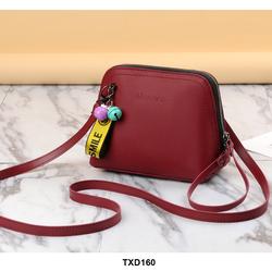 Túi xách nữ dáng nhỏ đeo chéo phối lục lạc xinh xắn màu màu đỏ