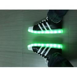 Giày phát sáng 7 màu, 4 chế độ nháy cực đẹp và cá tính