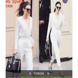Sét áo dài tay cổ V và quần baggy trắng trẻ trung sành điệu SQV453
