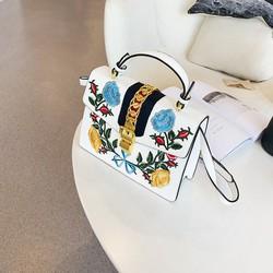 Túi xách đẳng cấp trắng sang trọng