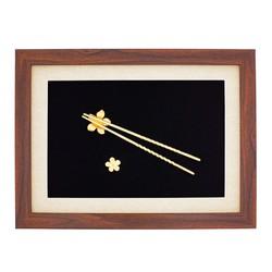 Tranh đôi đũa ma vàng 24K gắn hoa Mai