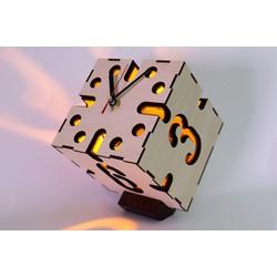 Đồng hồ gỗ  xúc sắc