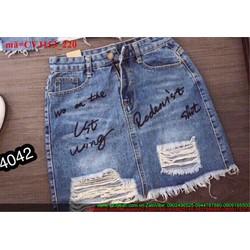 Chân váy jean rách bụi chữ sành điệu CVJ153