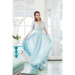 Đầm maxi Ngọc Trinh kiểu xẻ ngực dây vai quyến rủ