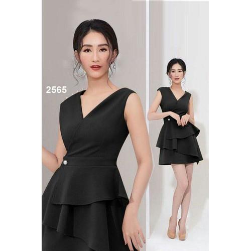 Đầm xoè đen cổ V dễ thương