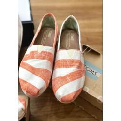 Giày lười vải hiệu TOMs