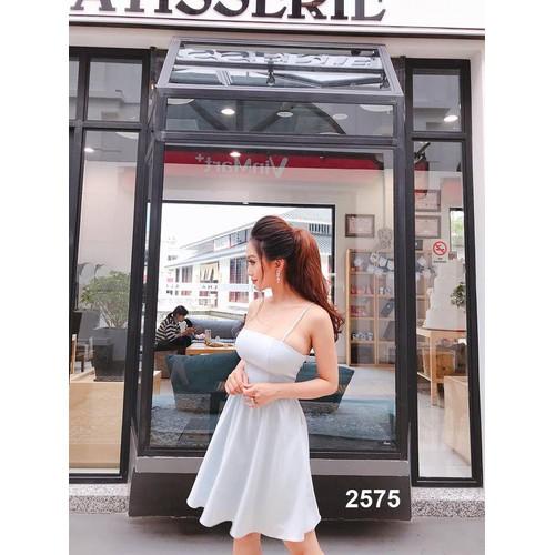 Đầm xòe trắng hai dây