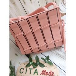 Túi xách nữ màu hồng phấn điệu đà