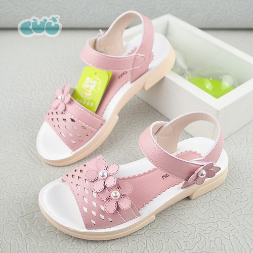 Sandal bé gái gắn hoa màu hồng