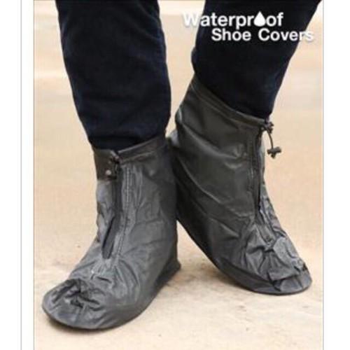 Bảo vệ giày khi trời mưa