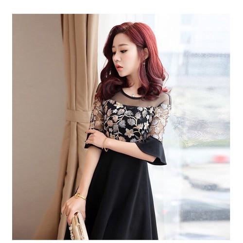 Sale: Đầm xòe tay lỡ thêu hoa - Size L