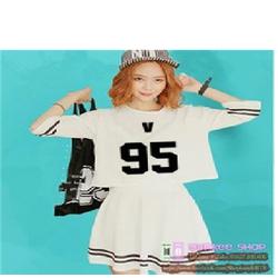 Váy BTS V - áo croptop màu trắng